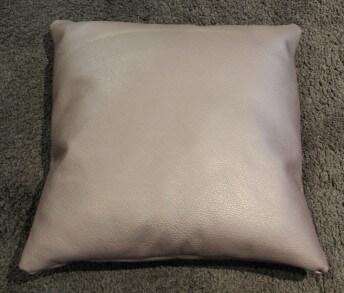 Coussin en cuir carré 55 x 55 cm bombé