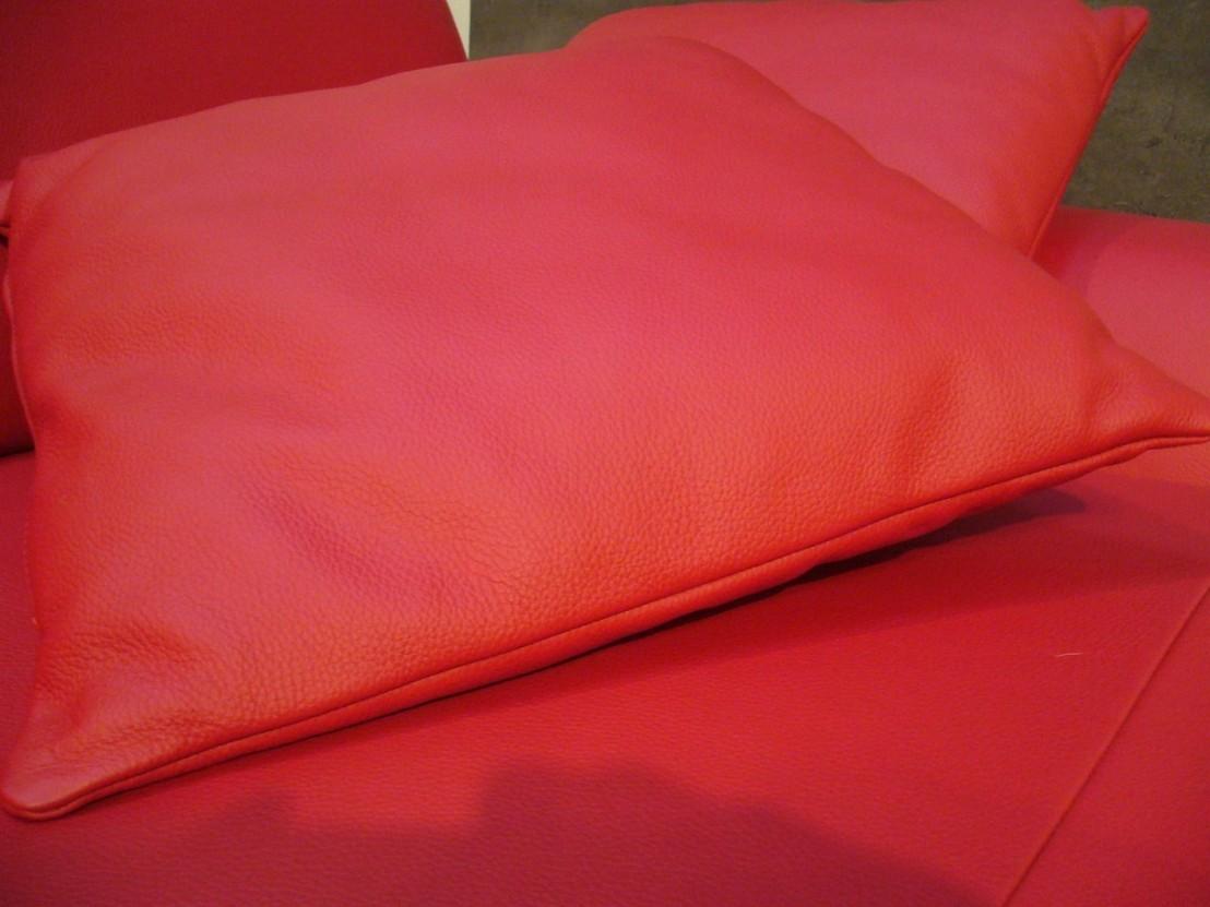 coussin en cuir carr 35 x 35 cm bomb. Black Bedroom Furniture Sets. Home Design Ideas