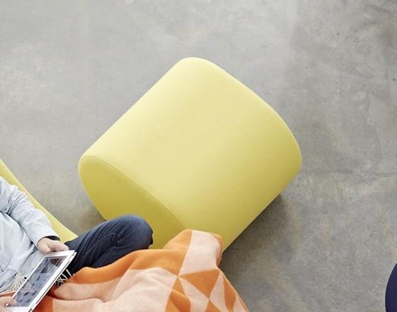 Pouf contemporain lounge WELLE 6 en tissu Urban Plus Camira