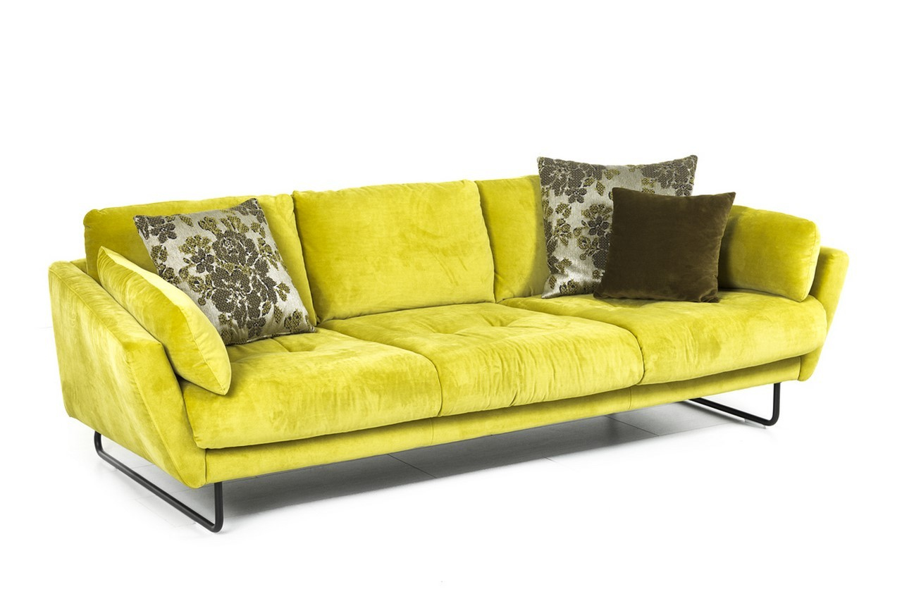 Canap confortable canap aries en velours design philippe for Canape ultra moelleux