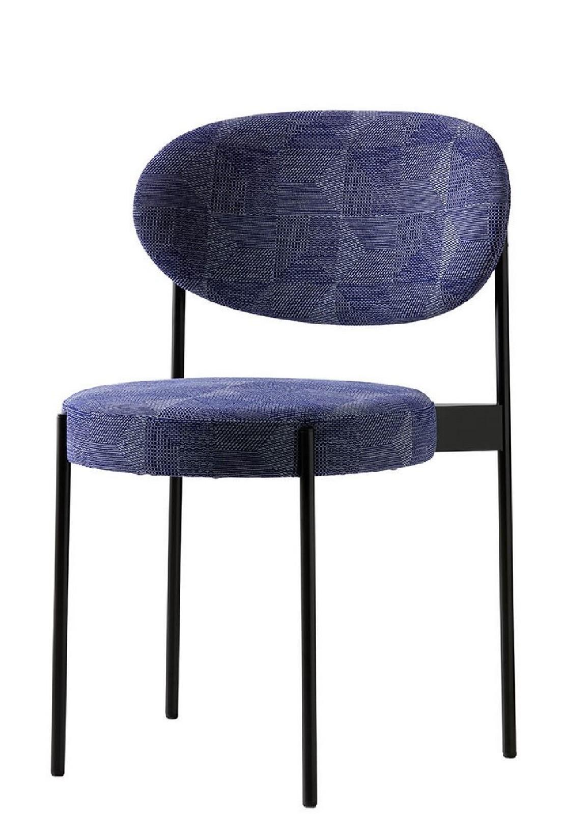 Table ronde noire chaises verpan serie 430 lampe fun 11dm for Ensemble table ronde et chaise