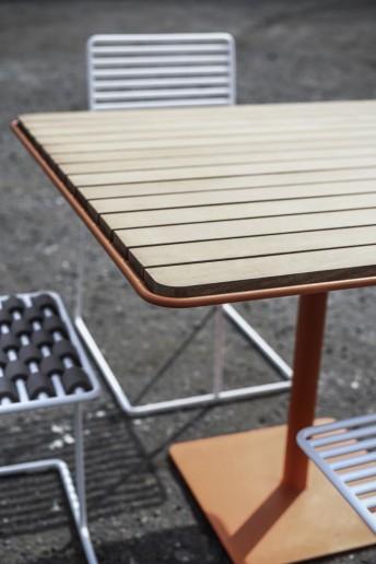 table de jardin TINA carrée 100 cm en métal acier de couleur et en bois massif