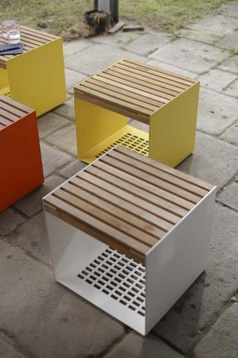 petite table haute bout de canap maj ext rieur de jardin en m tal acier de couleur et plateau. Black Bedroom Furniture Sets. Home Design Ideas