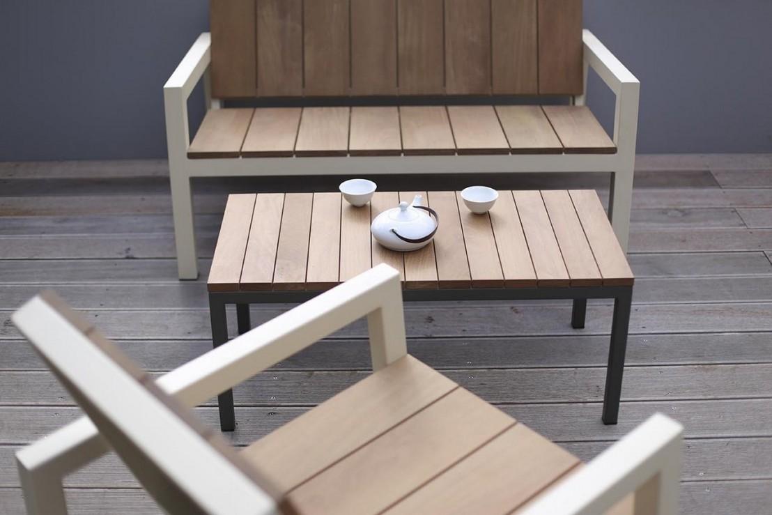 petit fauteuil ext rieur de jardin laurede en m tal acier de couleur et en bois massif seanroyale. Black Bedroom Furniture Sets. Home Design Ideas
