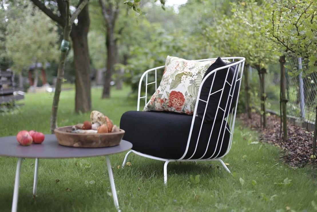 Salon de jardin maj canap 2 places fauteuil table for Petite table de salon de jardin
