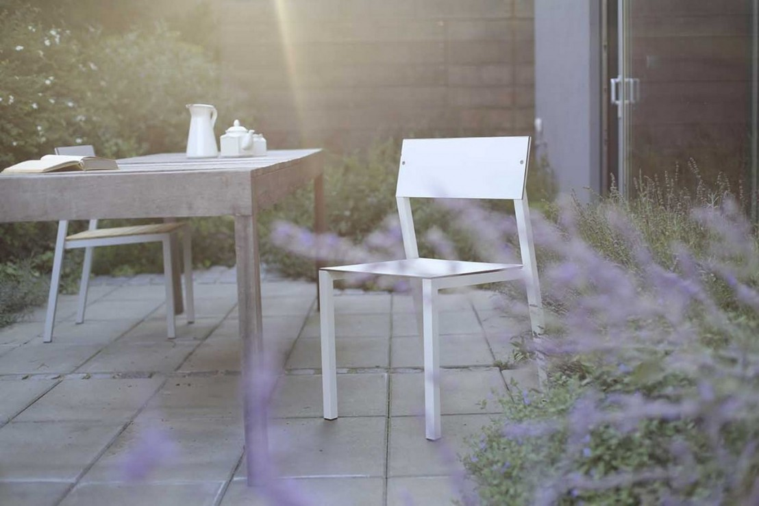Chaise de jardin cora en m tal aluminium de couleur for Chaise metal couleur