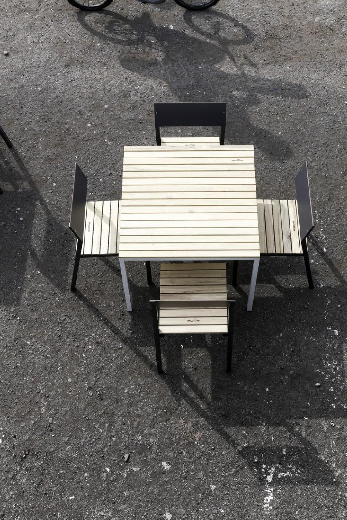 table cora carr e 86 cm pour salon de jardin en m tal aluminium de couleur et en bois massif. Black Bedroom Furniture Sets. Home Design Ideas