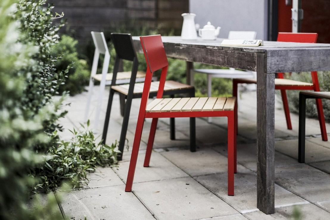 ensemble repas cora table carr e et 4 chaises m tal. Black Bedroom Furniture Sets. Home Design Ideas