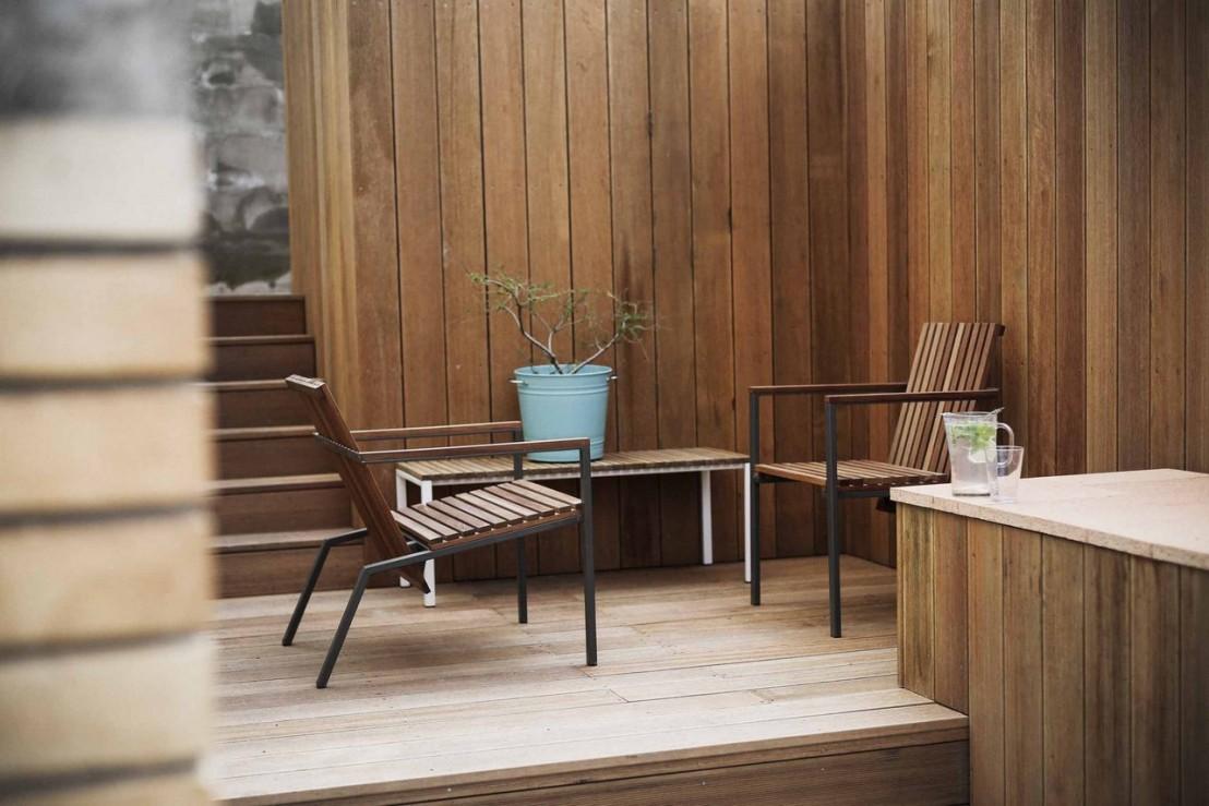 Banc ext rieur de terrasse axis en m tal acier de couleur et bois massif seanroyale - Banc de terrasse en bois ...
