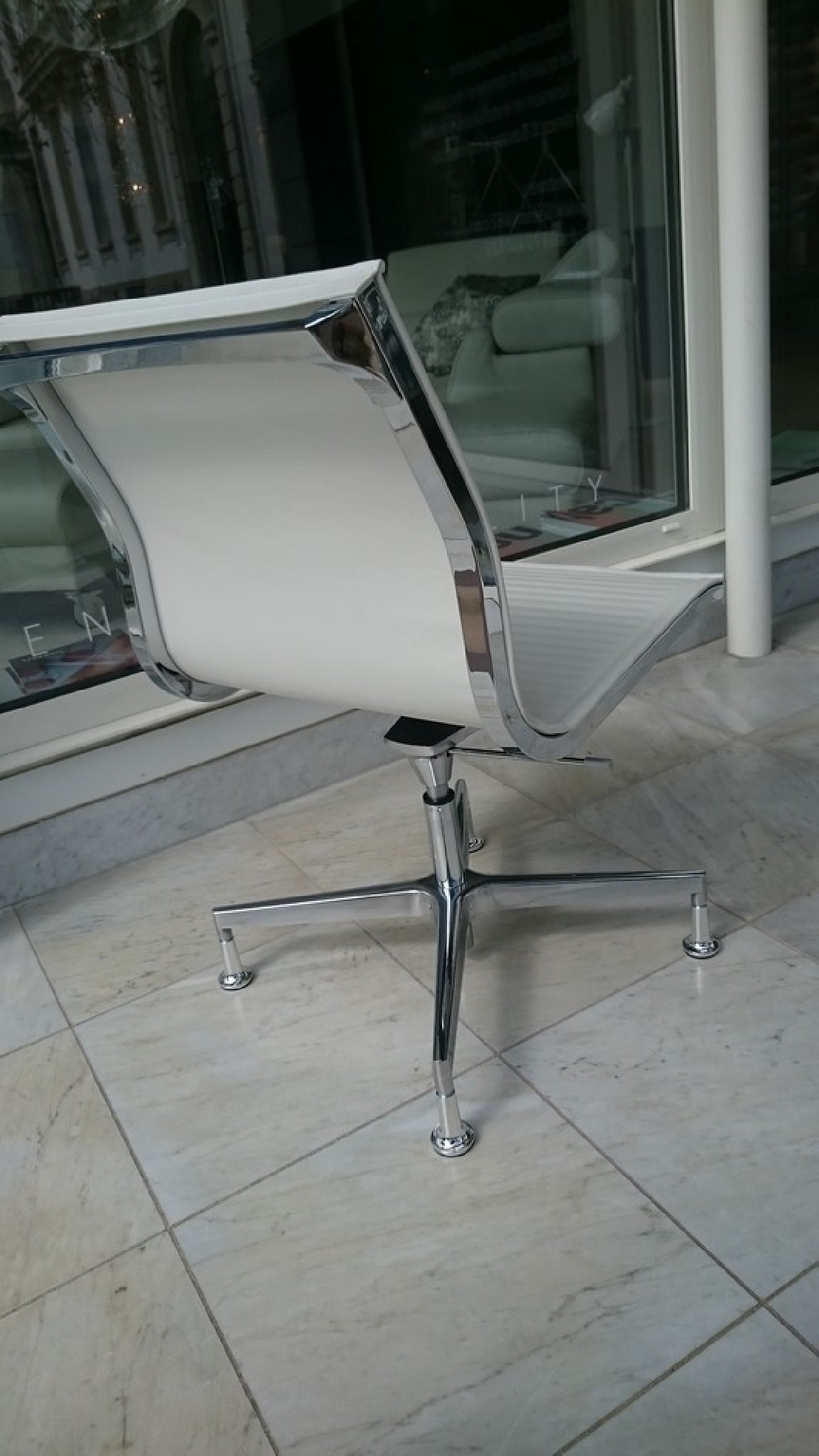 chaise de bureau ex cutive nulite cuir pleine fleur blanc. Black Bedroom Furniture Sets. Home Design Ideas