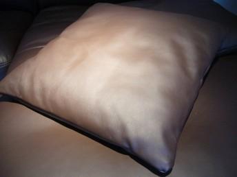 Coussin en cuir plat 57 x 57 cm