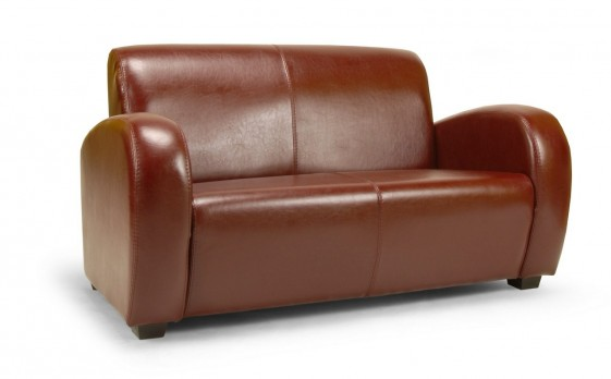 petit canap club en cuir soledad. Black Bedroom Furniture Sets. Home Design Ideas